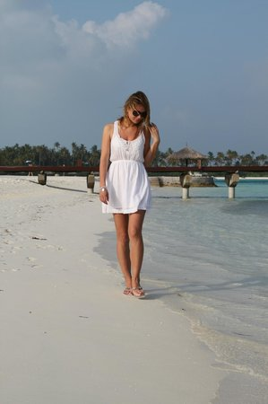 Olhuveli Beach & Spa Resort:                   пляж