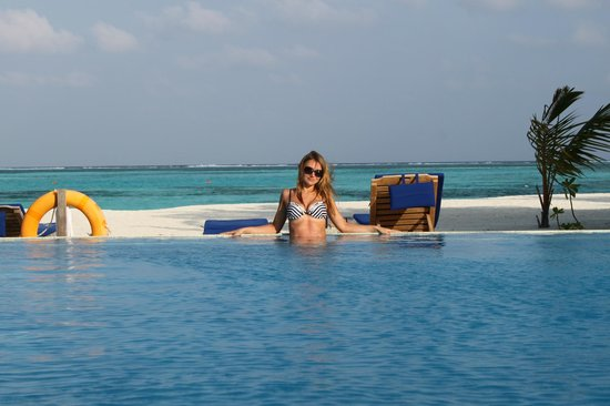 Olhuveli Beach & Spa Maldives:                   бассейн