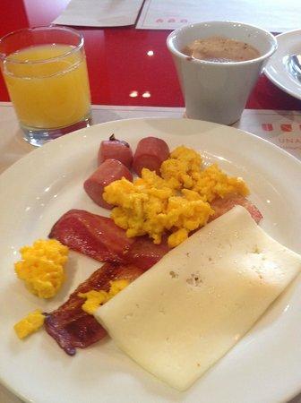 UNA Hotel Bologna:                                                       colazione (reparto salato)