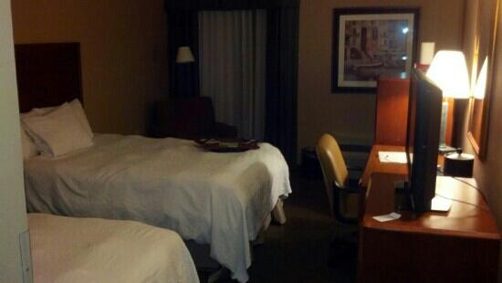 Hampton Inn & Suites Tampa - North:                   photo of room 2-13-13