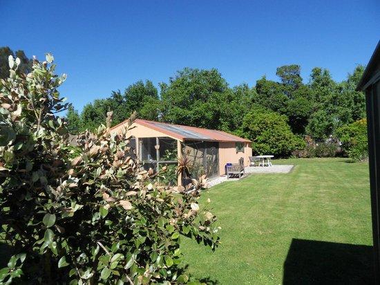 Botany Way Homestay - Bed & Breakfast:                                     vue de maison depuis le jardin