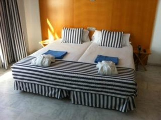 Marina Suites: Master Bedroom