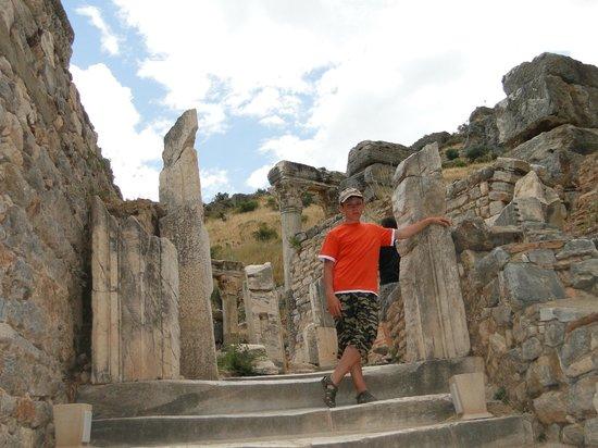 เมืองโบราณเอเฟซัส:                   в Эфесе