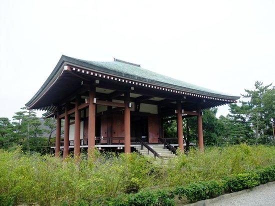 Chuguji Temple :                   こちらに観音様がいらっしゃいます。