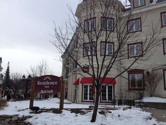 Residence Inn by Marriott Mont Tremblant Manoir Labelle: Outside the hotel