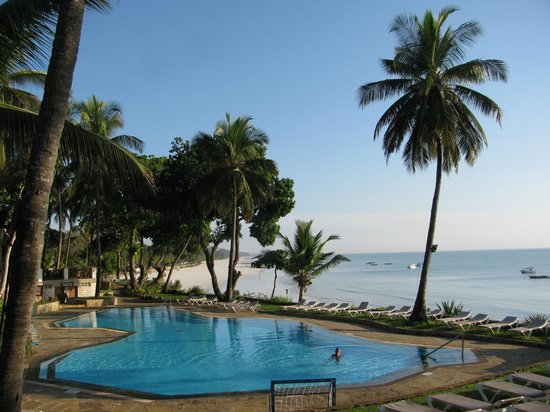 Baobab Beach Resort & Spa:                   Pool in Baobab wing