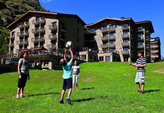 Hotel Parador Canaro : Fachada Verano