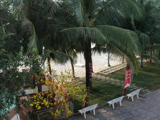 Huong Bien Hotel:                   View from our balcony