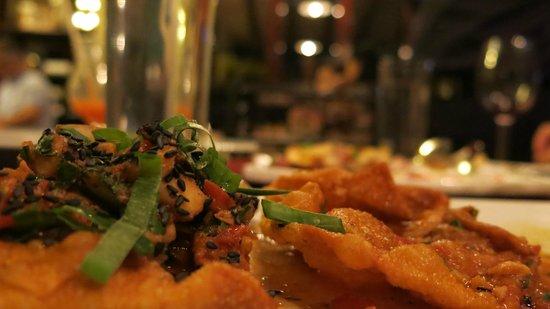 Mosto Bistro:                   Canastitas de won-ton rellenas de mariscos de la temporada