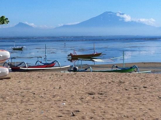 Inna Grand Bali Beach Hotel:                   отлив январь 2013г.