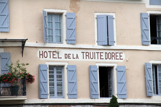 Hôtel La Truite Dorée :                   La vieille ensigne