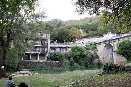 Hôtel La Truite Dorée :                   Hotel cote ruisseau