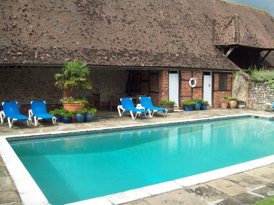 West Marden Farm Bed & Breakfast and Holiday Cottages:                                     The pool