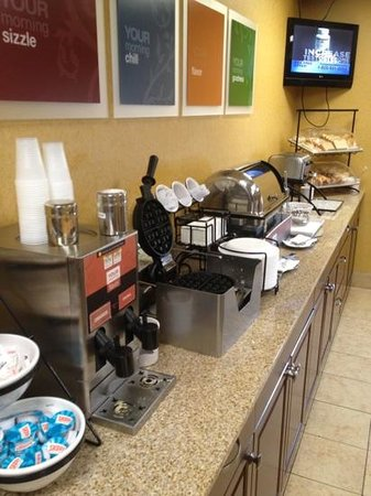 La Quinta Inn & Suites Charlottesville:                                     decent breakfast...