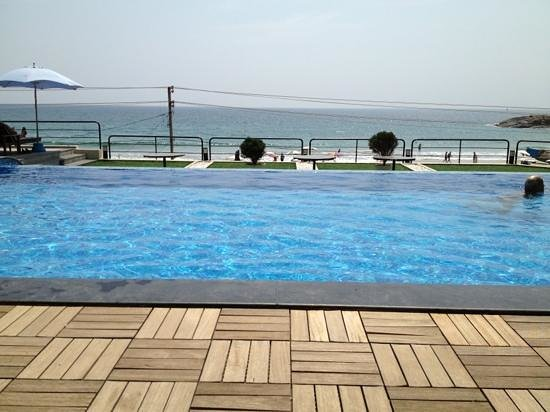 Beach Hotel Neelakanta:                   Pool