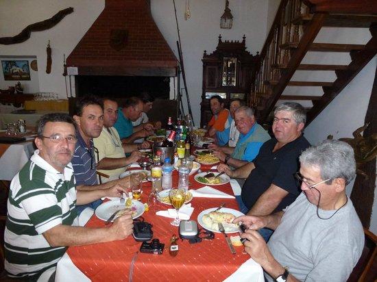 Paso de la Patria, Argentina:                   Cenando Algunos de la Barra