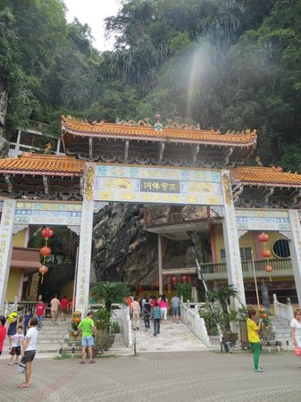 Ipoh French Hotel:                                                       many cave temples you can visit whllst in