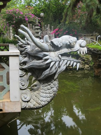 Ipoh French Hotel:                                                       amazing chinese architecture at the Ipoh's