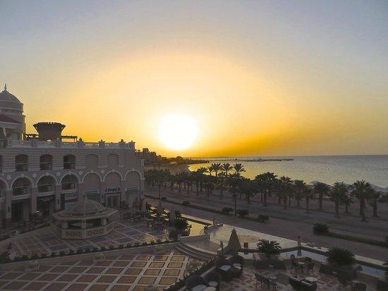 Premier Romance Boutique Hotel and Spa: lever du soleil vu de la chambre