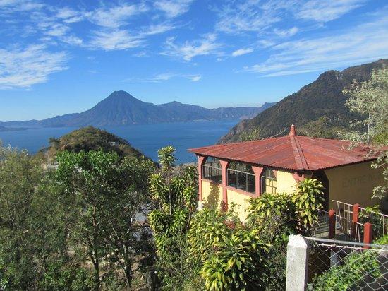Hotel Posada de Don Rodrigo Panajachel:                   vista sul lago Atitlan