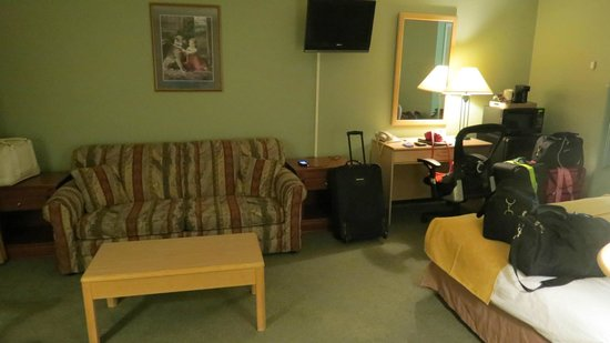 Quality Inn Halifax Airport :                                     sitting area