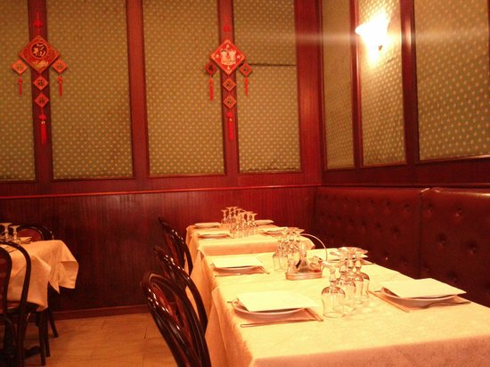 Man Yi:                   Una parte della sala.