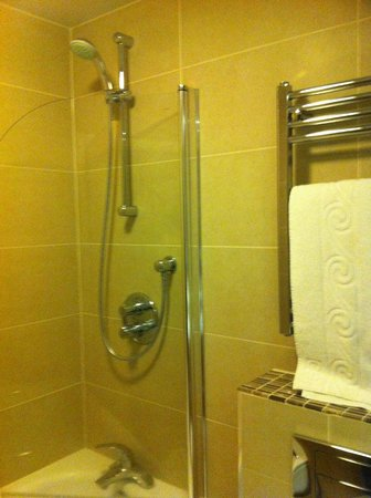 Quality Hotel Boldon:                                     Shower