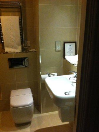 Quality Hotel Boldon:                                     Bathroom