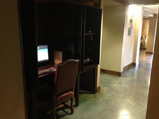 "Hampton Inn Austin-Round Rock :                   The ""Business Center"""