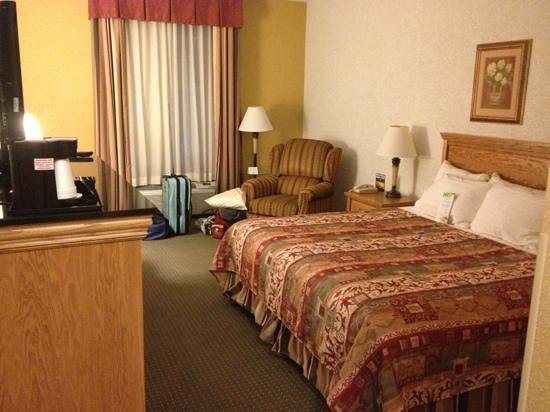 Drury Inn & Suites Amarillo:                   room
