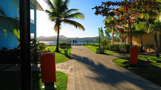 ClubHotel Riu Bachata: walknig around the resort