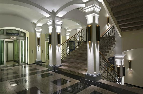 Novum Select Hotel Berlin Ostbahnhof: Treppenaufgang