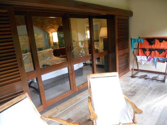 Paradise Sun: Balconcino e camera