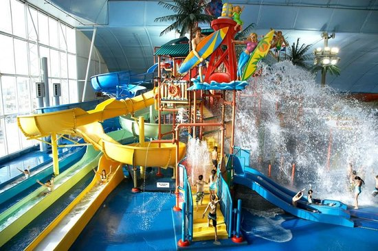 Skyline Hotel & Waterpark : Fallsview Indoor Waterpark is connected via indoor skywalk