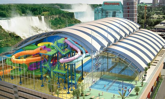 Skyline Hotel & Waterpark : Skyline Inn is connected via indoor walkway to the Fallsview Indoor Waterpark