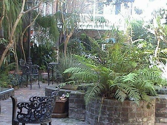 Place d'Armes Hotel:                   French Garden at Place D'Armes