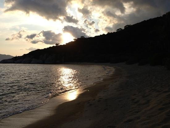 Six Senses Ninh Van Bay:                   beach at sunset