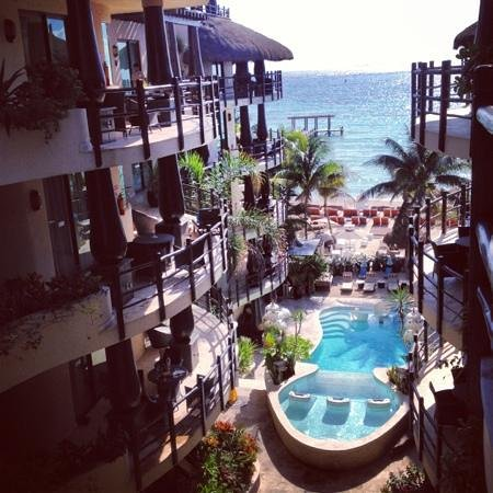 El Taj Oceanfront & Beachside Condos Hotel:                   Most beautiful view!