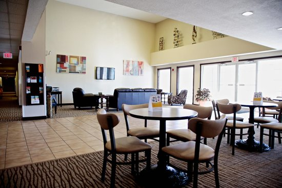 Comfort Inn: Dining and Lobby