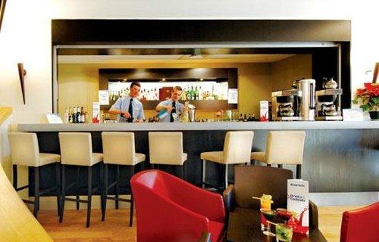 Hotel Des Deux Domaines: Bar area