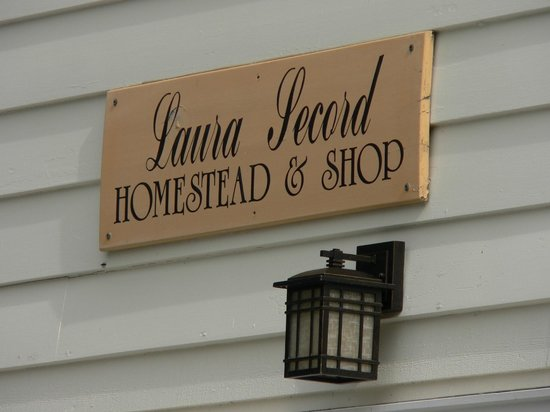 Laura Secord Homestead :                   Signage
