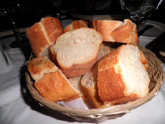 La Lanterna:                   Complimentary bread