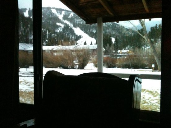 Alpine Lodge & Suites:                   Log Cabin View