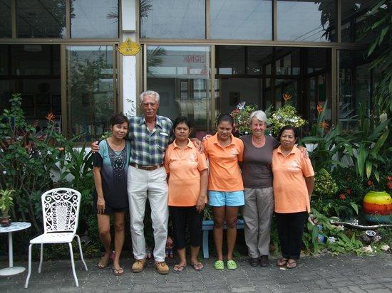 Naiyang House:                   Het afscheid van de staf viel zwaar