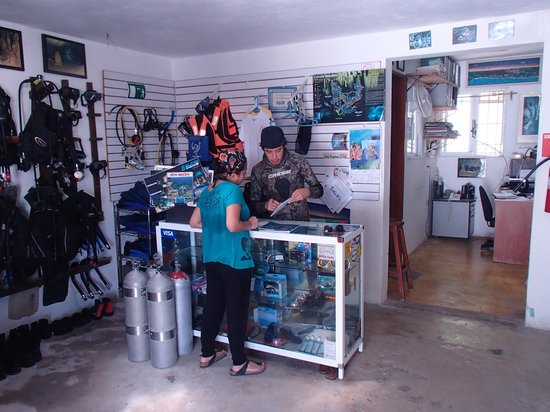 Acuatic Tulum:                   Diving Center