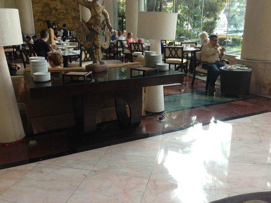 Shangri-La Hotel,Bangkok:                   leeg buffet