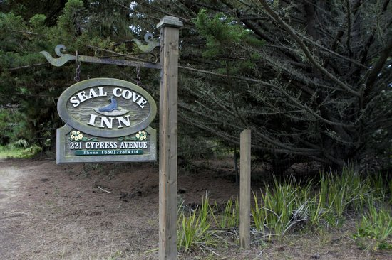 Seal Cove Inn: Entrance