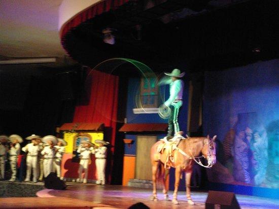 Grand Palladium Colonial Resort & Spa: noche mexicana! la mejor