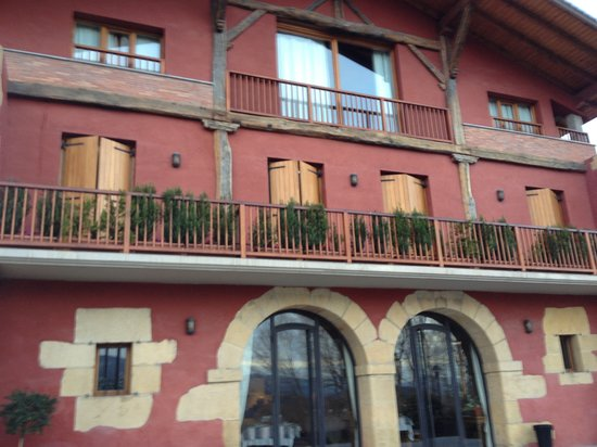 Usategieta Hotel Restaurante: Hotel from front