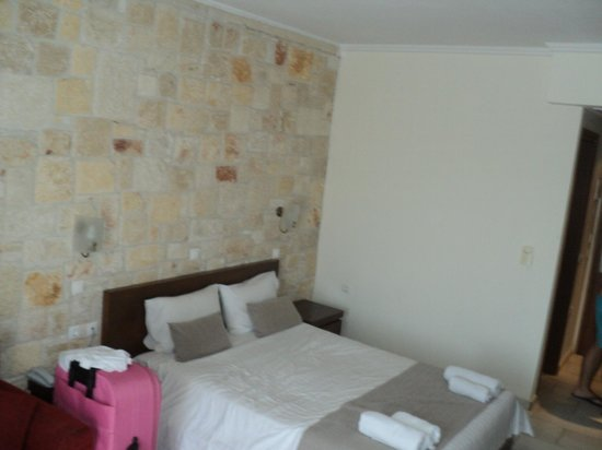 Nostos Hotel:                   πολύ καλο